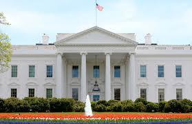 Photo of البيت الأبيض: الاقتصاد الأمريكي قوي رغم هبوط سوق الأسهم