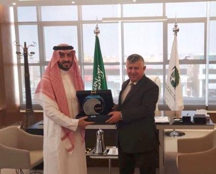 Photo of رئيس الاتحاد العراقي لكرة القدم يهنئ الفواز