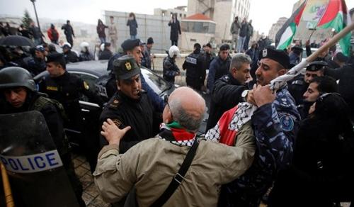 Photo of اسرائيل تحتجز 100 لاعب وإداري فلسطيني في الضفة الغربية