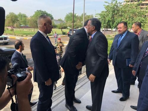 Photo of وزراء الخارجية والصحة والكهرباء يتسلمون مهامهم رسمياً