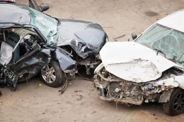 Photo of مصرع شخص واصابة ثلاثة اخرين نتيجة اصطدام مركبتين على طريق حسينية – الشعب