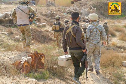Photo of بالصور..الحشد الشعبي ينفذ عملية تفتيش جنوب بلد