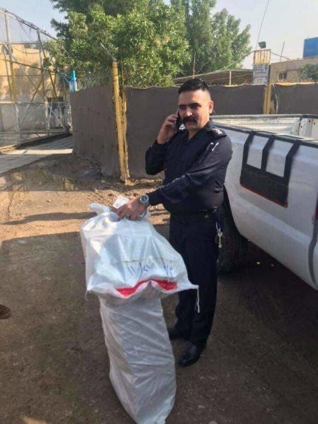 "Photo of بالصور.. ضابط بالداخلية يعيد مليار دينار استلمها ""سهواً"" لمصرف الرافدين"