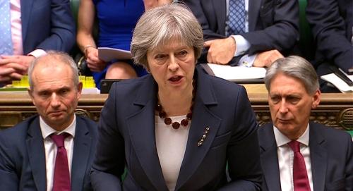 Photo of اعضاء في الحكومة البريطانية يقدمون استقالات وطلب لسحب الثقة عنها