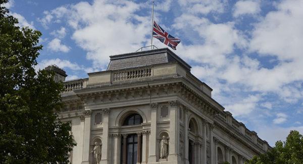 Photo of بريطانيا تعلق على إعلان الولايات المتحدة سحب قواتها من سوريا