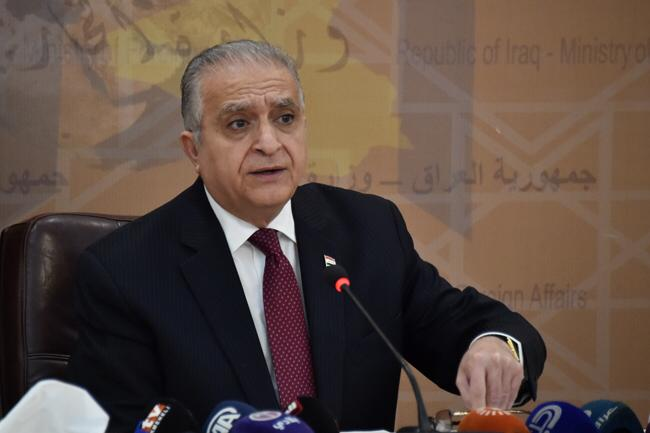 Photo of وزير الخارجية محمد علي الحكيم يوجه بأستدعاء القنصل العام العراقي في مشهد الى مركز الوزارة على خلفية الفيديو المتداول