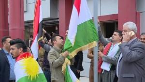 Photo of الوطني الكوردستاني يرفض إنزال علم الإقليم في كركوك