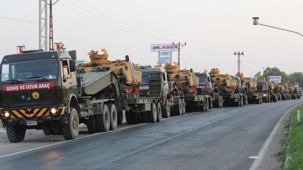 Photo of وكالة الأناضول: وصول تعزيزات عسكرية تركية جديدة إلى الحدود مع سوريا