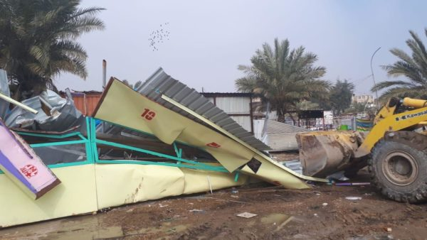 Photo of امانة بغداد تزيل المقاهي غير المرخصة في الشعلة