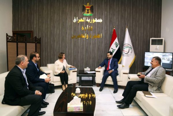 Photo of وزير الهجرة يؤكد على اهمية التنسيق المشترك لتوفير المساعدات اللازمة للأسر النازحة