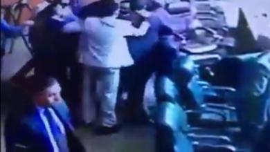 Photo of بالفيديو.. شجار داخل نقابة المحامين ادى الى إصابة العشرات من المحامين