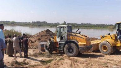 """Photo of الجهد الهندسي للحشد والموارد المائية يواصلان إغلاق مبزل """"حلاته"""" في واسط لمواجهة السيول"""