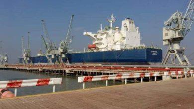 Photo of ميناء خور الزبير التجاري يستأنف أعماله ويستقبل خمس بواخر عملاقة