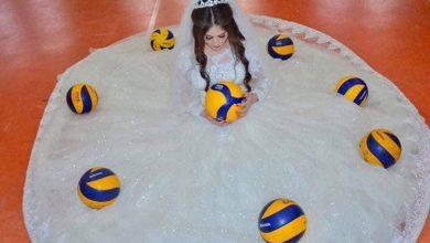 Photo of بالصور.. لاعبة كرة طائرة في نادي دربندينخان  تقيم حفل زواجها بطريقة فريدة ومميزة داخل ملعبها