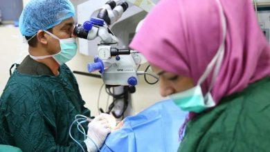 Photo of فريق طبي متخصص في مستشفى ابن الهيثم للعيون ينقذ بصر مريض لم يتجاوز العشرين ربيعا