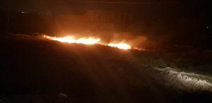 Photo of قوة من الحشد الشعبي تخمد حريقا اندلع نتيجة سقوط اسلاك الكهرباء في ناحية البغدادي