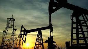 Photo of أسعار النفط تتراجع بفعل مخاوف بشأن تعاف غير منتظم للطلب ومخزونات قياسية أمريكية