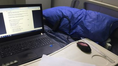 Photo of بالصورة.. طالب دراسات عليا يؤدي الامتحان إلكترونياً في أحد مواقع الحجر الصحي في العراق