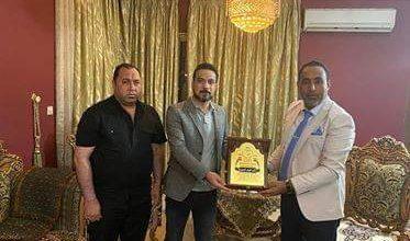 Photo of رئيس المركز الوطني للاعلام الالكتروني يكرم الدكتور النائب غايب العميري