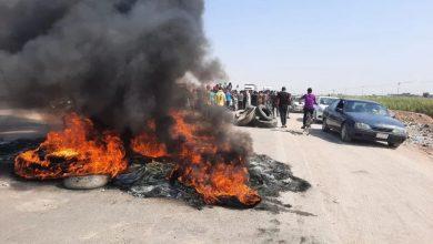 Photo of متظاهرون يقطعون الطريق العام في قضاء النصر شمالي الناصرية