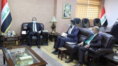 Photo of وزير التخطيط، يبحث مع مجموعة من المطورين، آليات إنجاح المشروع الوطني لتشغيل الشباب