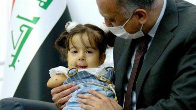 Photo of رئيس مجلس الوزراء السيد مصطفى الكاظمي يستقبل الطفلة ناز