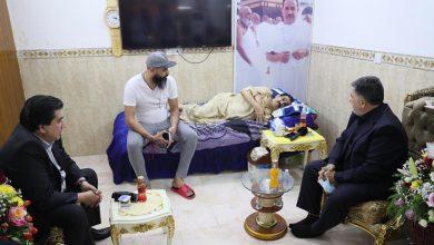 Photo of وكيل وزارة النفط يقوم بتسليم الدعم المالي  من الوزارة لتغطية نفقات واحتياجات علاج الشاعر عادل محسن