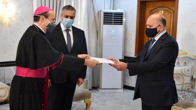 Photo of وزير الخارجيّة يتسلّم نسخة من أوراق اعتماد سفير الكرسيّ الرسوليّ في العراق