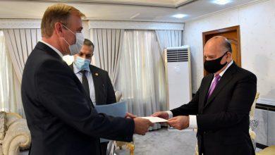 Photo of وزير الخارجيّة يتسلـَّم نسخة من أوراق اعتماد السفير الهولندي لدى بغداد