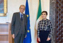 Photo of سفيرة جمهوريّة العراق في روما تلتقي رئيس لجنة العلاقات الخارجية وتبحث معه تعزيز العلاقات البرلمانية والشعبية