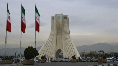Photo of بعد 60 ألف وفاة بكورونا.. إيران تعلق الرحلات مع 32 دولة